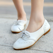 Bloch shoes tied with comfortable spring flat women white